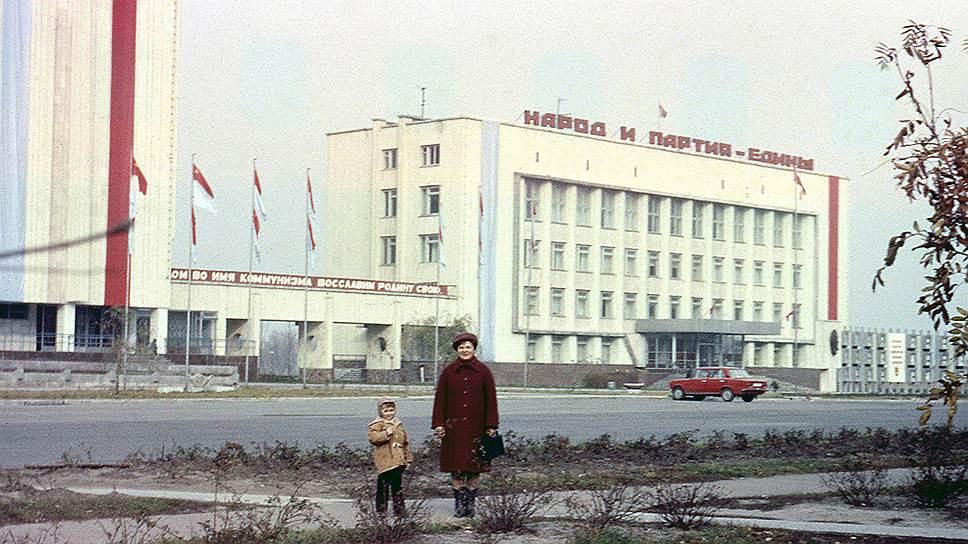 Припять в свое время была образцовым советским городом с продуманной самодостаточной инфраструктурой. Здесь было построено 15 детских садов, 5 школ, 25 магазинов, кафе и рестораны, больница, речной порт, гостиница, Дворец культуры, кинотеатр, бассейн