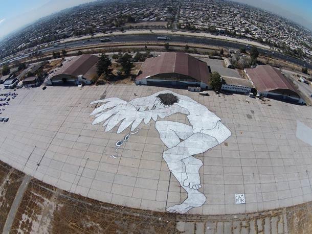 """Когда его спросили, почему они решили расписывать их фресками на крышах домов, они проявили склонность к игривым юмором говорю стенопись, """"для птиц""""."""