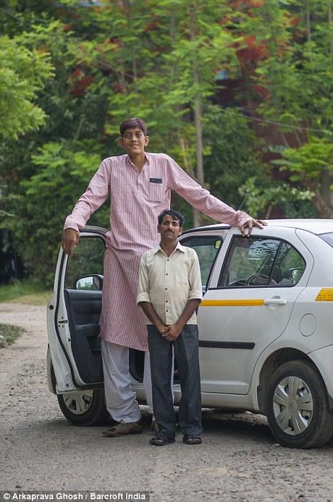 """""""Он мне как сын и я хочу, чтобы Дхармендра нашел себе подходящую девушку и женится."""""""