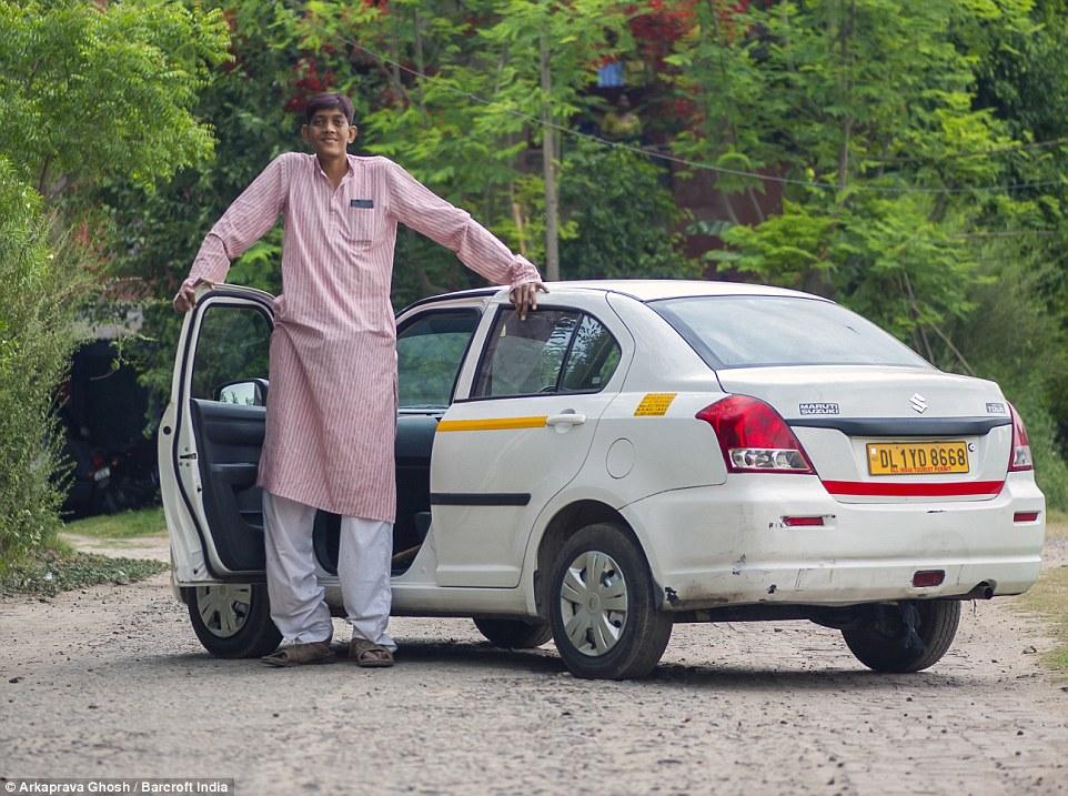 Один из самых высоких людей в Индии