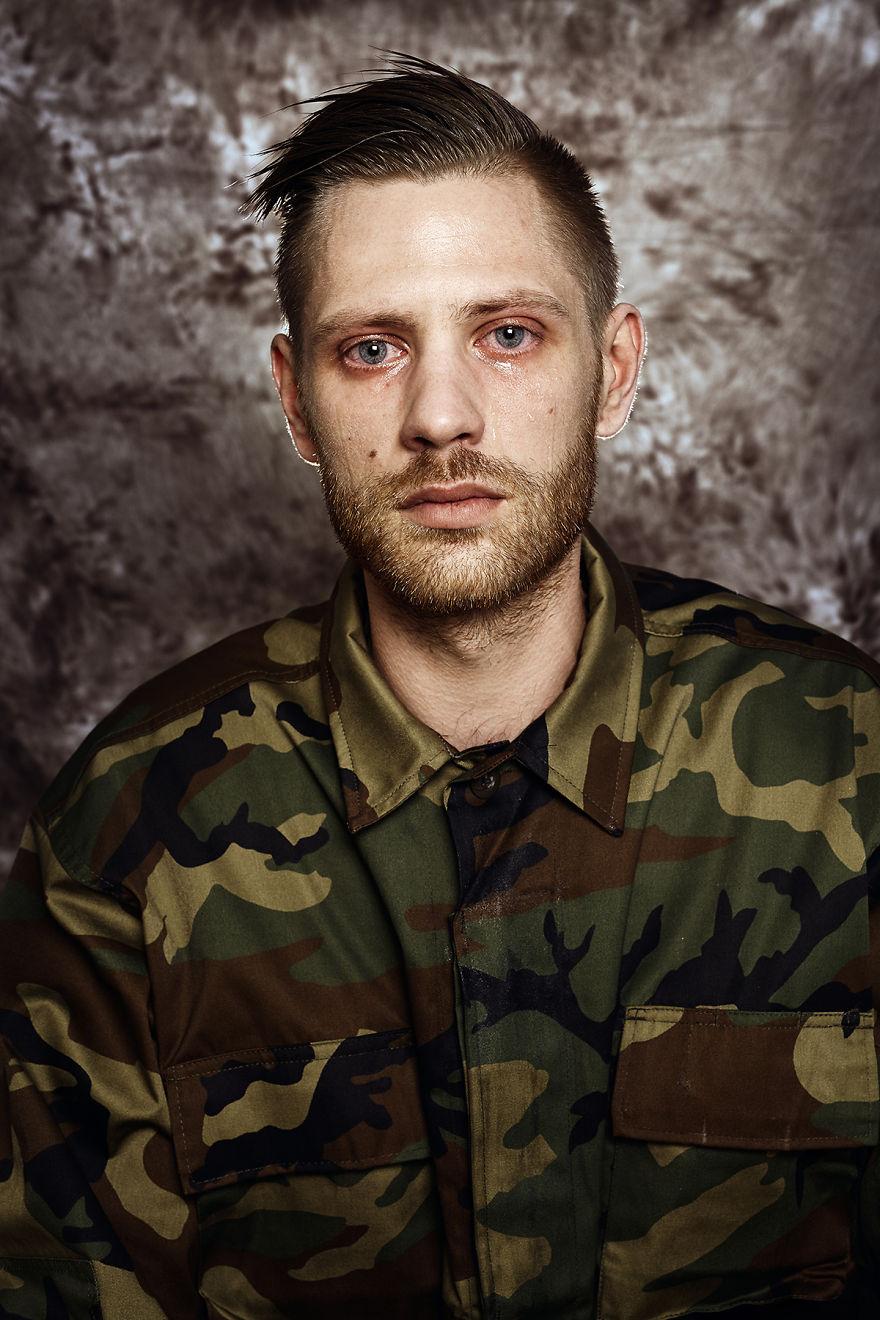 Портреты молодых людей которых призвали в армию