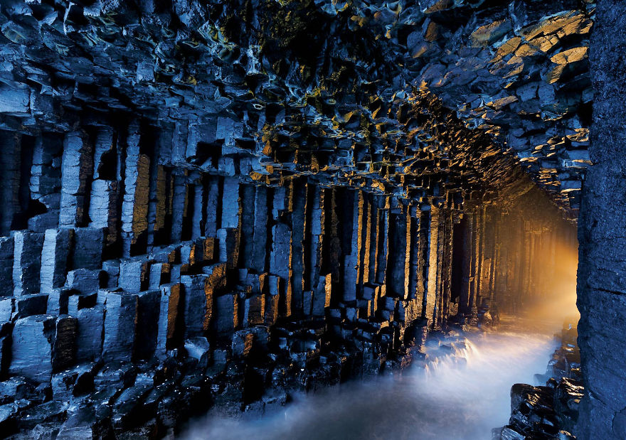 Пещера Фингалова в Шотландии.