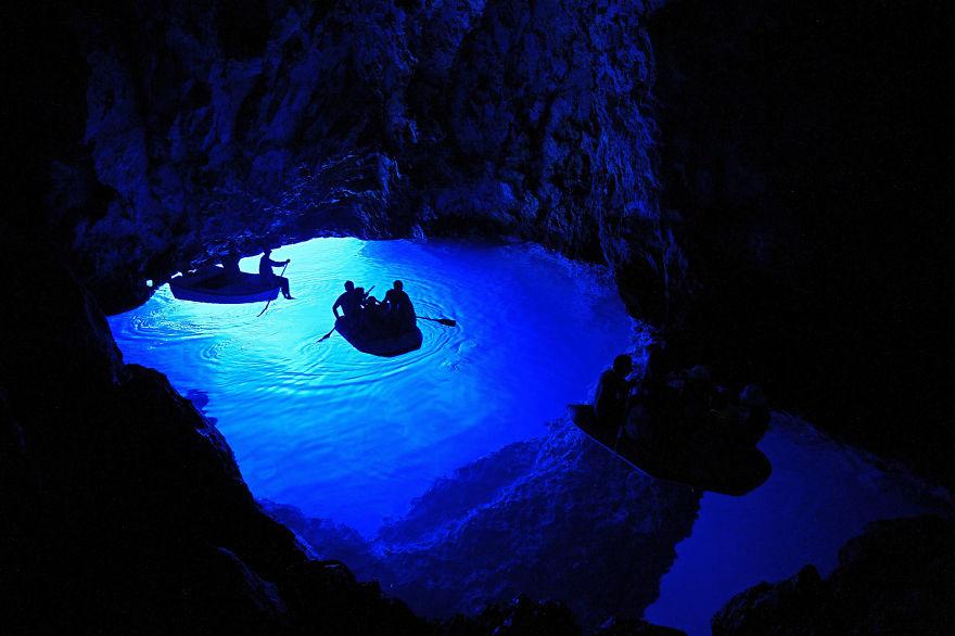 Голубая пещера в Хорватии.