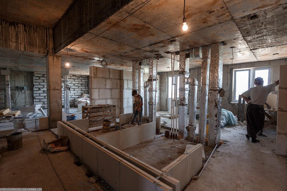 Все квартиры будущие жильцы получат не только с готовым ремонтом, но и с мебелью. Для сотрудников космодрома вся оплата за квартиру — только коммунальные услуги, да и то — по льготному тарифу.