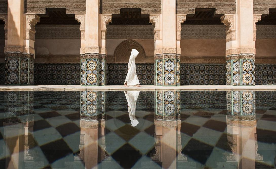 Прохожий в Марокко.