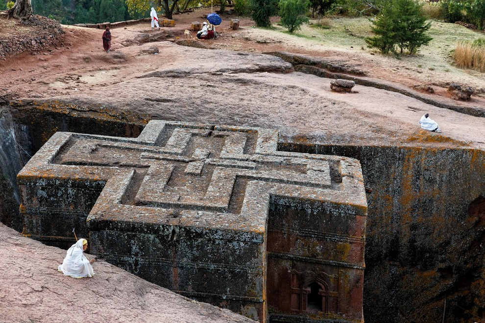 Лалибэла, Эфиопия. Крест был вырезан вручную в течении 20 лет.