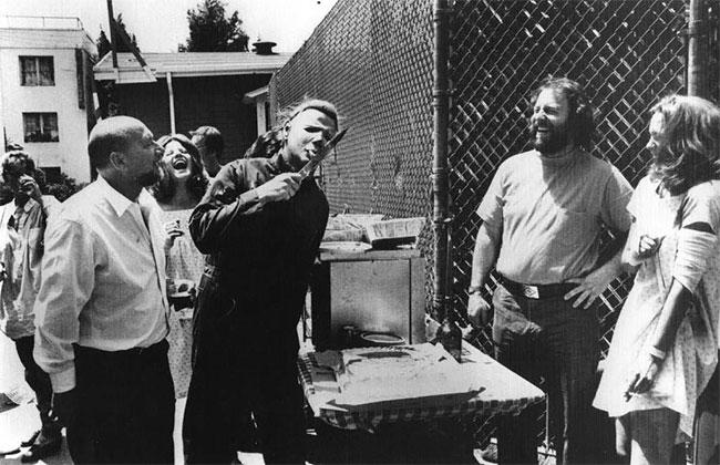 Дональд Плезенс, Дик Уорлок, режиссер Рик Розенталь и Джейми Ли Кертис на съемках Хеллоуин II