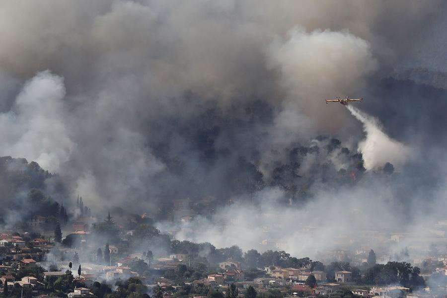 Лесные пожары и эвакуация вдоль Французской Ривьеры
