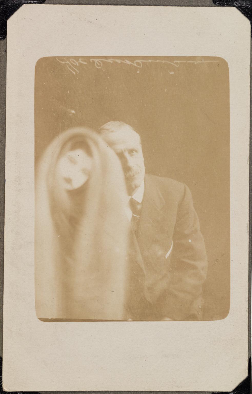 Призраки и привидения на старинных фотографиях Уильяма Хоупа