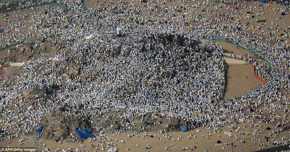 Два миллиона мусульман со всего мира собрались на горе Арафат