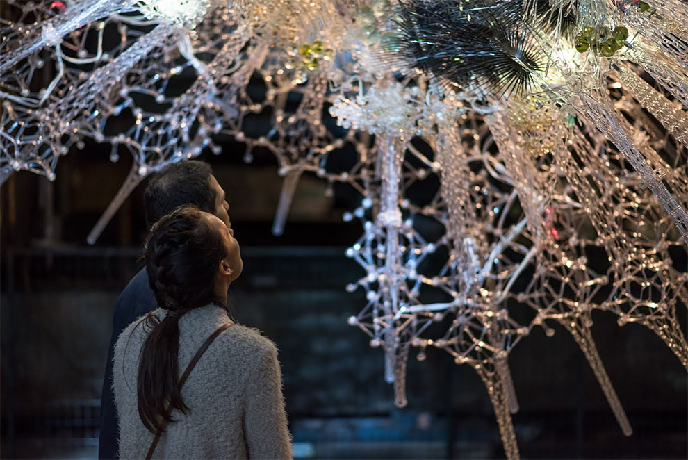 Художник Филип Бисли объединяет химию, искусственный интеллект и интерактивное искусство в «живую» архитектуру