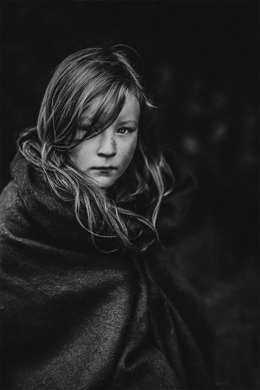Детский фотоконкурс 2017: Лучшие черно-белые снимки посвященные детству