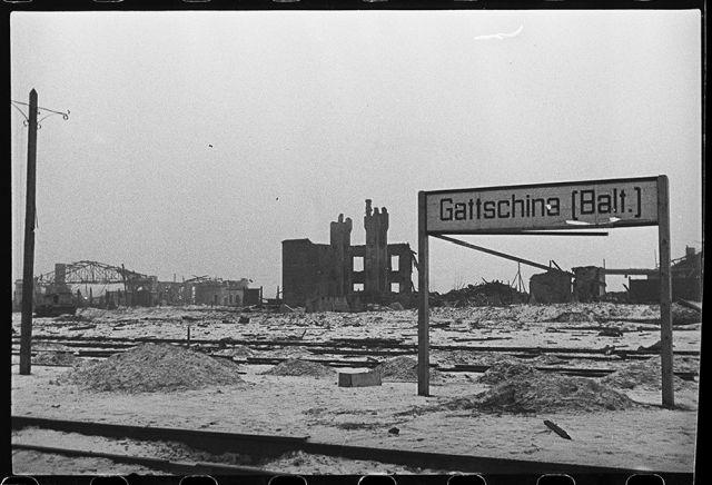 Балтийский вокзал, взорванный и разрушенный немцами. Ленинградский фронт, 1943 год:
