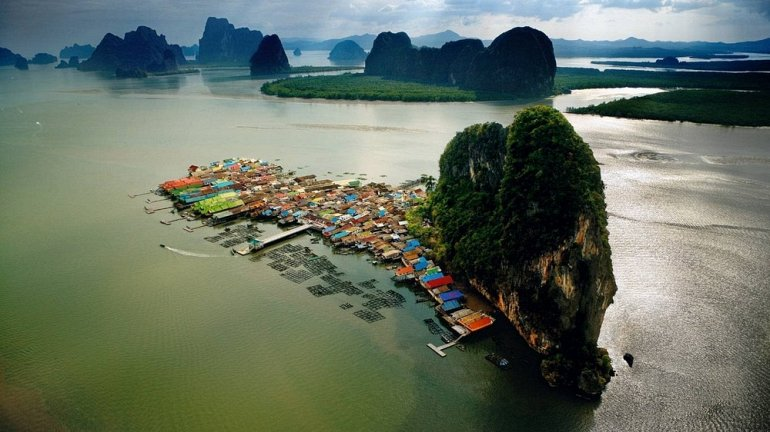 Плавающая деревня в Тайланде