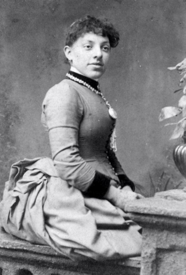 Корсет: незаменимая одежда женщин 19-го века