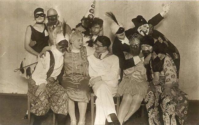 Коллекция кошмарных Винтажных фотографий с Хэллоуина начиная с 1930-х годов
