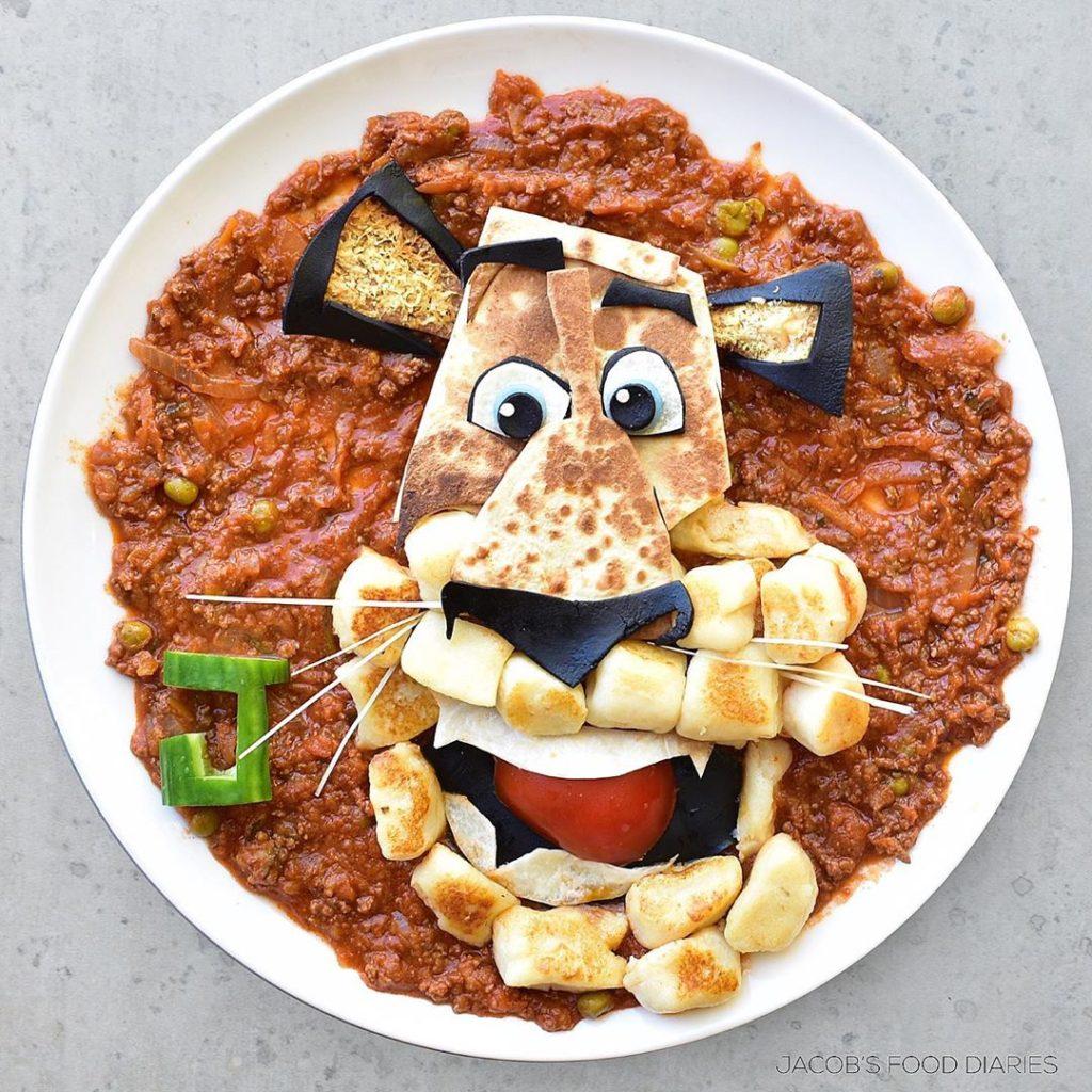 Мама создает известных героев мультфильмов из здоровой пищи