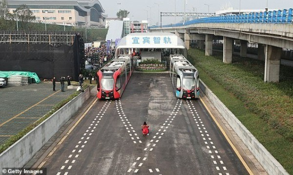 Как выглядит китайская безрельсовая железная дорога