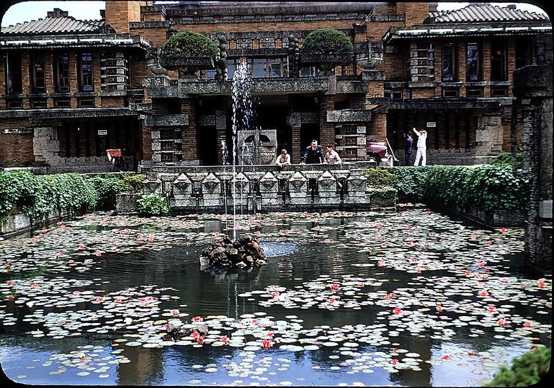 35 увлекательных цветных снимков Токио в начале 1950-х годов