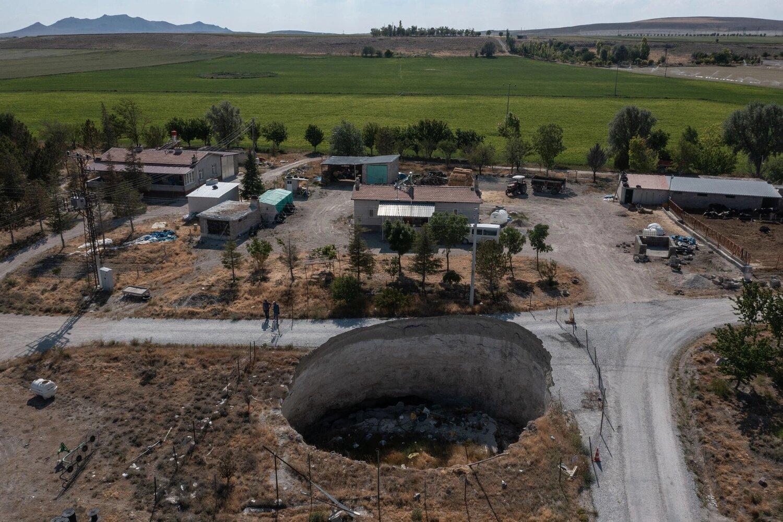 Засуха и воронки угрожают фермерам в Турции