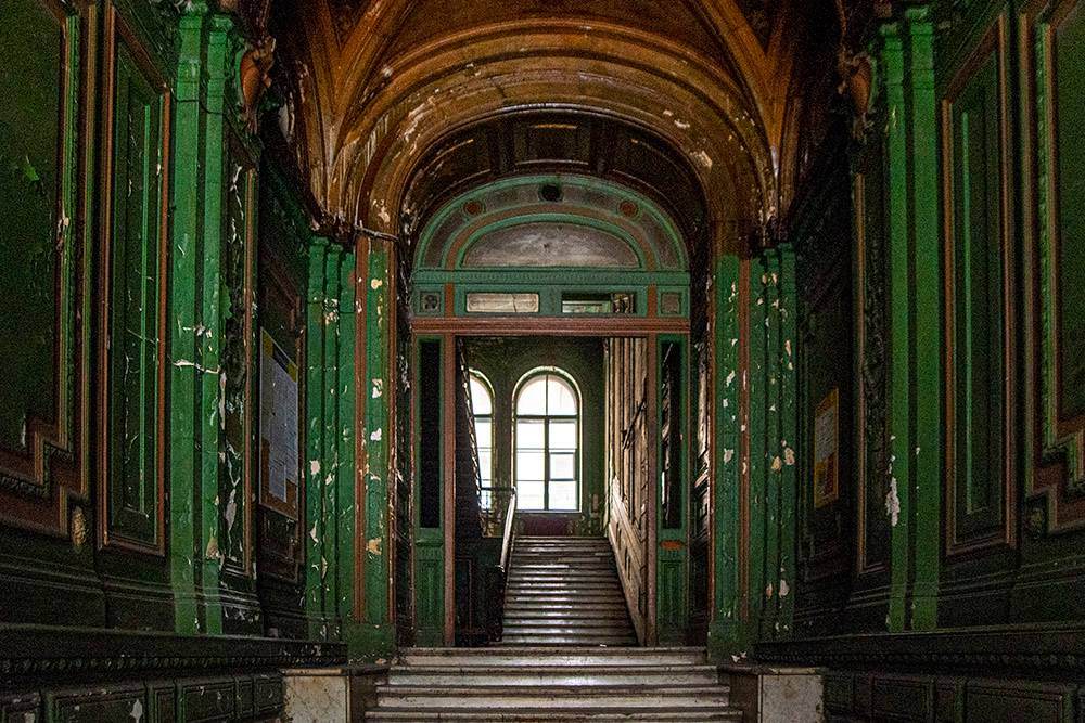 Купидоны, камины и витражи: внутри красивых домов Санкт-Петербурга