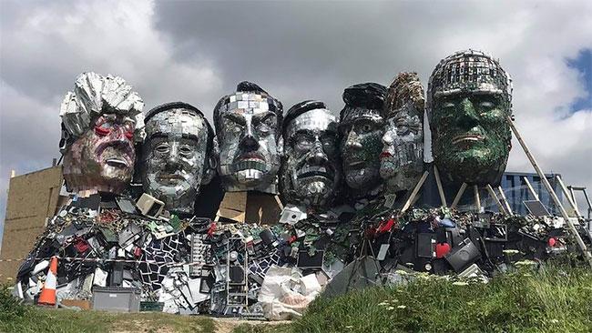 Художник сделал гигантскую скульптуру лидеров G-7 из электронных отходов