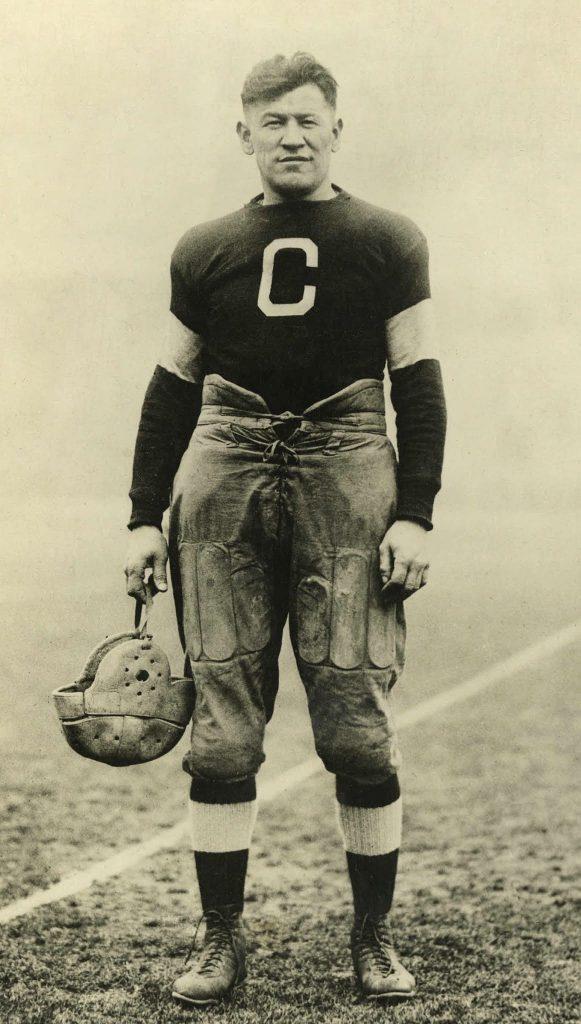 На Олимпийских играх 1912 года коренной американец Джим Торп выиграл две золотые медали за туфли, которые кто-то выбросил в мусор