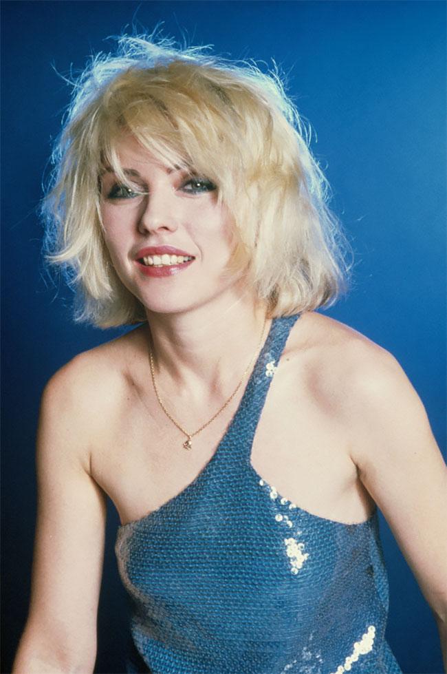 Красивые фотографии Дебби Гарри в синем платье, 1979 год