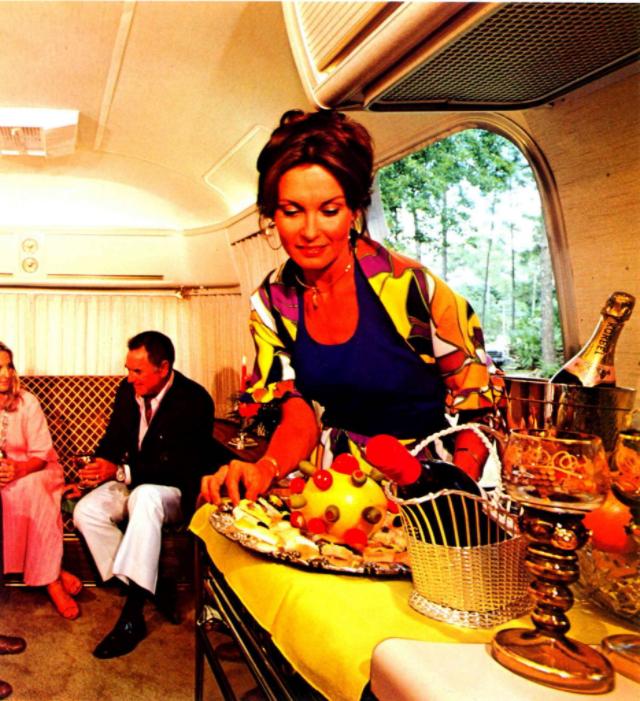 Внутри трейлера Airstream 1970-х годов