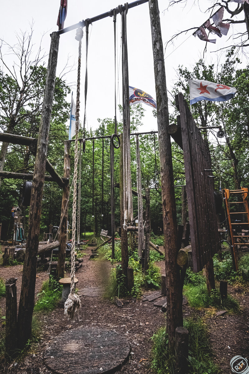 Тренажерный зал в лесу