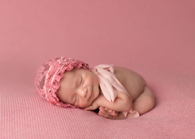 Спящие дети, мило улыбаются