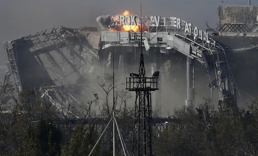 Разрушены аэропорт в Донецке