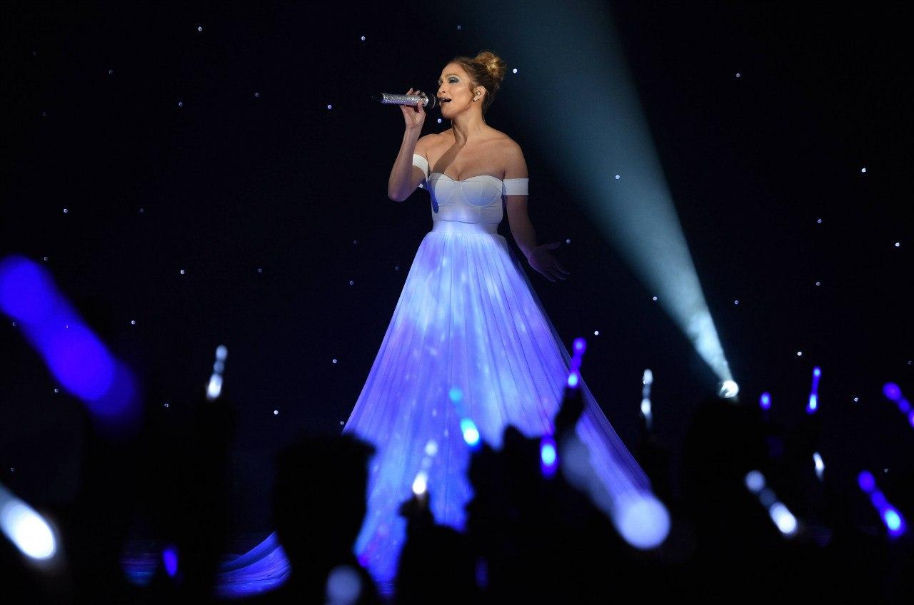 """Выступление на «American Idol» с песней """"Feel The Light"""""""