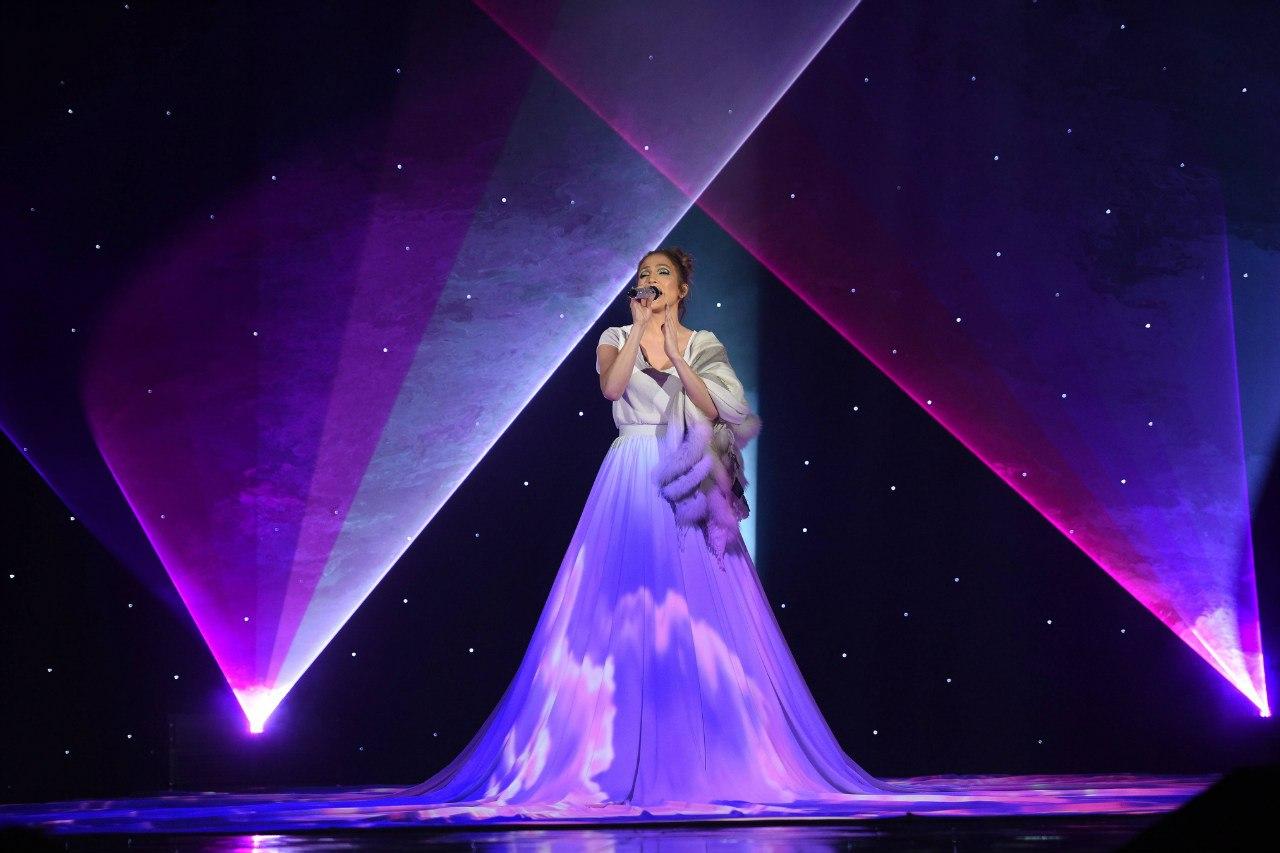 """Репетиция выступления на """"American Idol"""" с песней """"Feel The Light"""""""