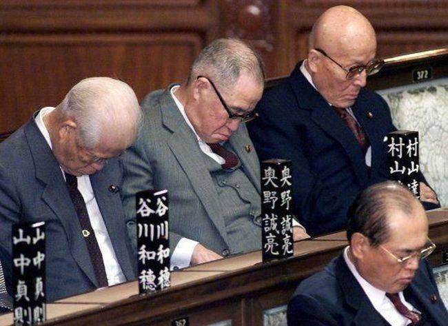 Политики спят... сладких снов