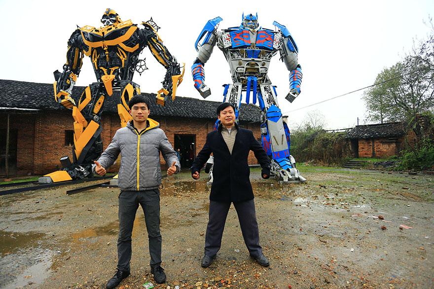 Фермеры из Китая воссоздали трансформеров из металлолома
