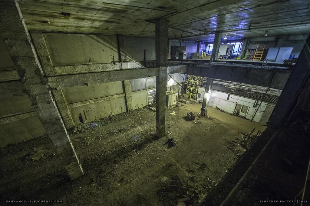 Второй свет. Вероятно раньше здесь располагался конвеер, который транспортировал изделия на этаж ниже.