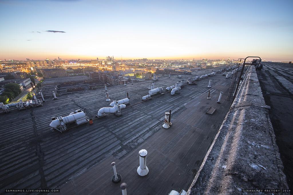 Больше площади в центре Москвы - роскошь, которую надо бы поскорее раздербанить.