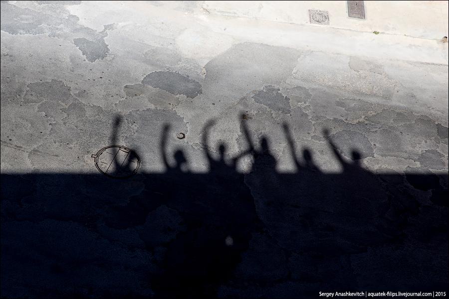 Полуденные тени со стен Эг-Морта.
