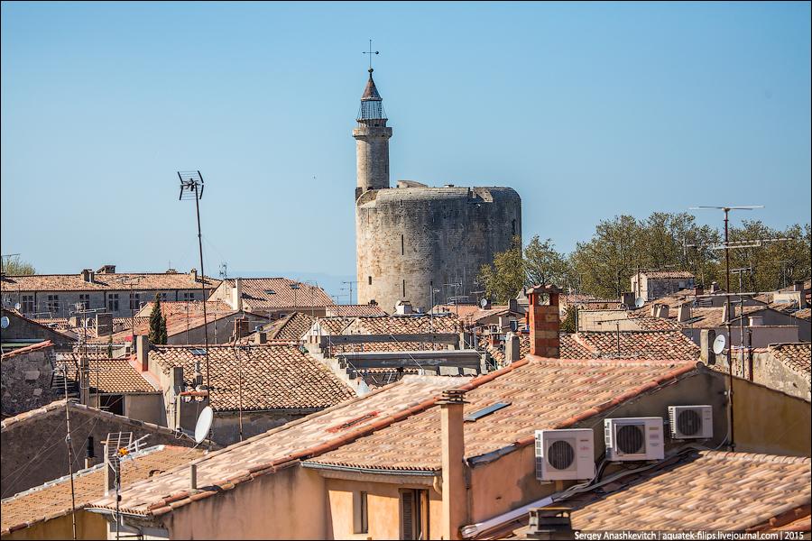 Башня-маяк, бывшая тюрьмой и самая высокая точка города.