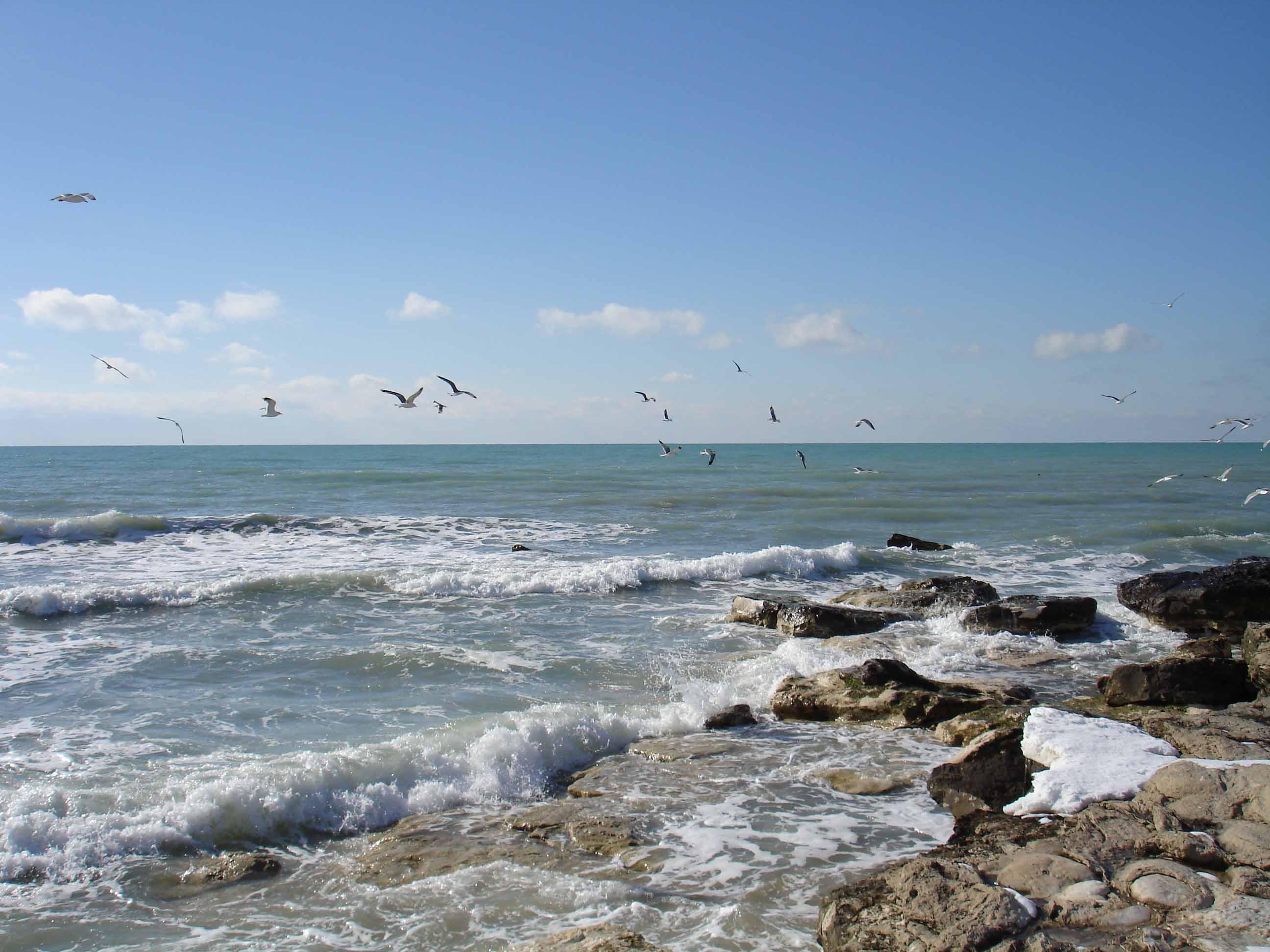 Уровень воды подвержен колебаниям, согласно данным 2009 года составлял 27,16 м ниже уровня моря.