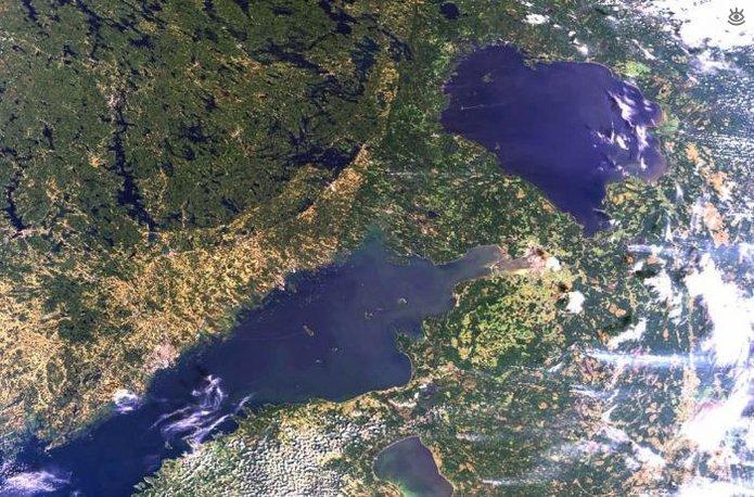 Ладожское озеро - Республика Карелия, Ленинградская область (17 703 км²)