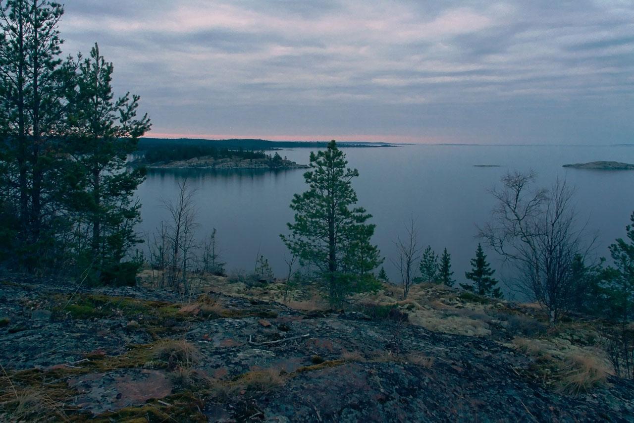 Ладожское озеро – крупнейшее в Европе пресноводное озеро, протяженность которого составляет 219 км при наибольшей ширине – 138 км.