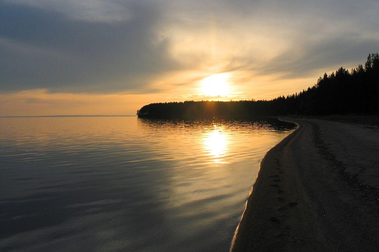 Онежское озеро (Онего) находится на северо-западе России, на территории Карелии, Ленинградской и Вологодской областей. Это второе по величине пресное озеро в Европе после Ладожского.