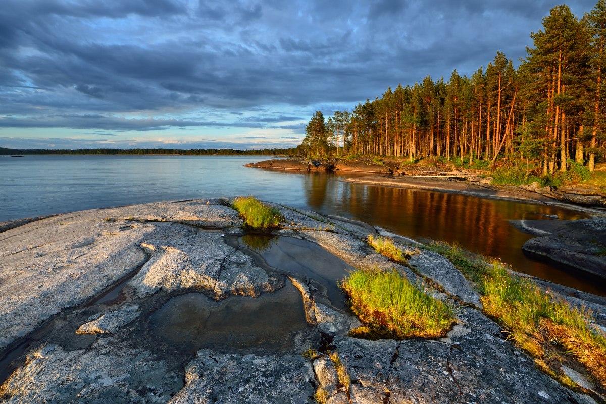 Озеро вытянуто с юга на север почти на 250 км, а наибольшая ширина его превышает 90 км. Средняя глубина — 30 м, максимальная — 127 м.