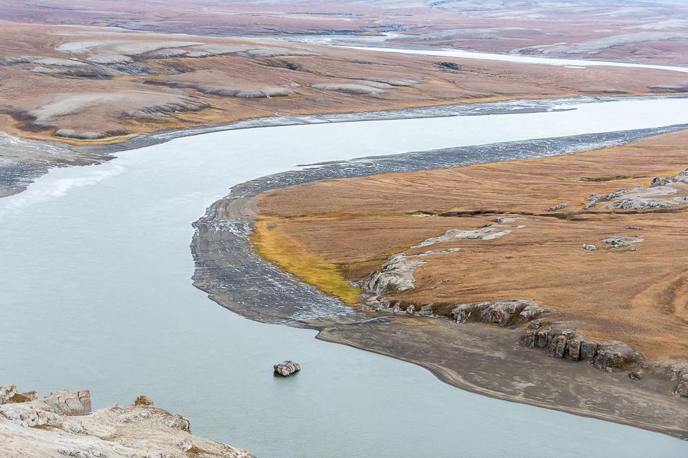 На Таймырском полуострове раскинулось озеро Таймыр, которое являются частью Таймырского заповедника. Площадь этого озера занимает второе место после Байкала на азиатской территории России.