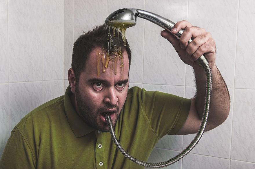 Использование сюрреалистических фотографии, чтобы выразить свои абсурдные идеи
