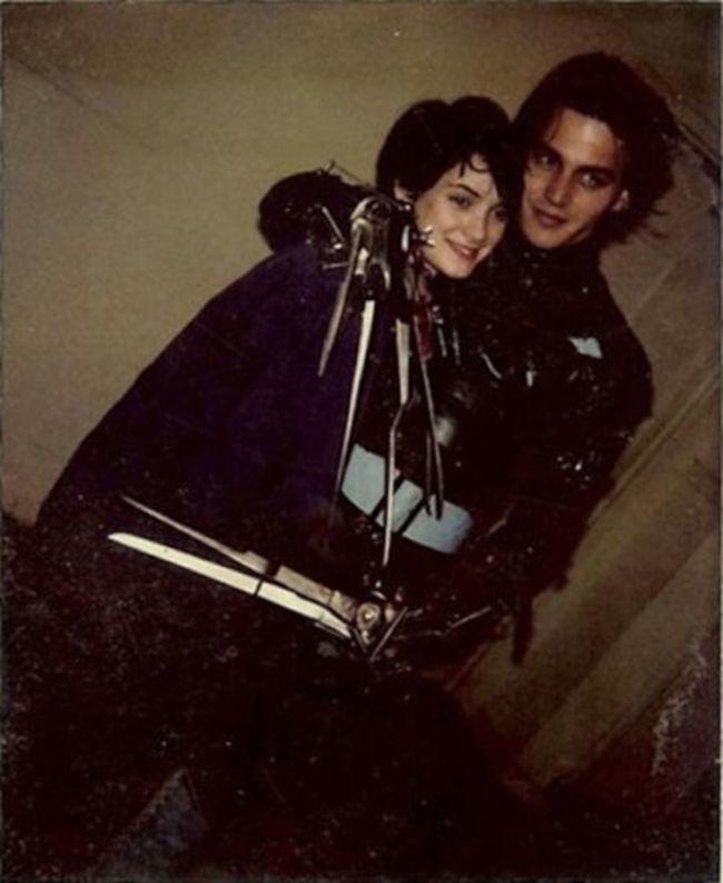 Джонни Депп и Вайнона Райдер, обнимаются между дублями.