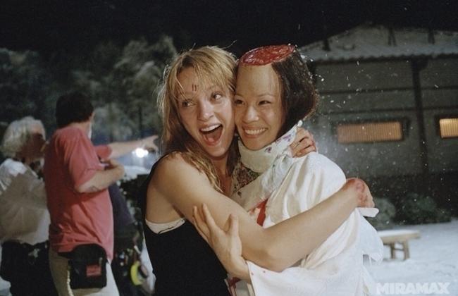 Ума Турман и Люси Лиу прекращают сражение, чтобы показать, что они на самом деле большие друзья.
