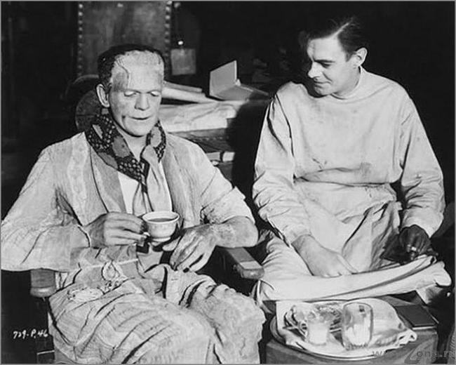 Даже монстру Франкенштейна нужно было найти время на чашку чая и перекусить!